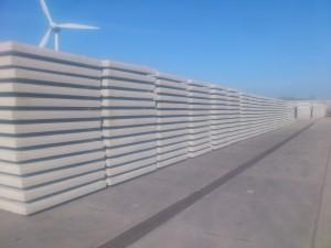 Foto rij met stapels betonplaten
